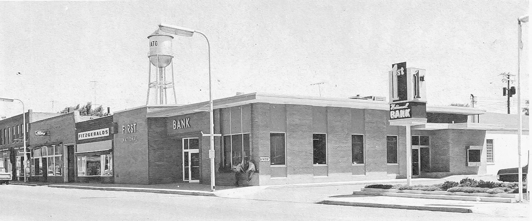 Picture of First National Bank on Broadway Avenue, 1970.